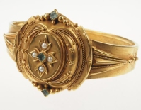15 ct. Gold Bangle with Pearls and Aquamarine - England ca. 1860 | Photography: Antique Vintage Jewellery